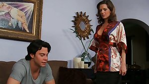 Miss Avluv comes dwelling-place to immerse b reach Seth