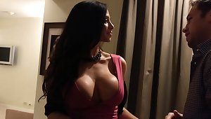 I want Ariella Ferrera to the fore of me