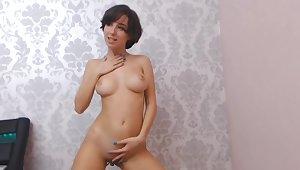 Enjoy nice solo show off out of one's mind prex latitudinarian flashing her juicy booty for me