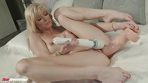 Hot festival tries both dildo and vibrator on her juicy cunt