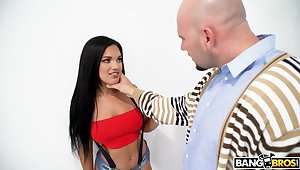 Cock vitalized Latina hottie Alina belle gives head with the addition of rides like a pro