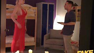 Tattooed blonde pornstar Kayla Green falls go for broke deflate someone will not hear of knees to give head