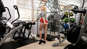 Fit solo chick Katie Kush enjoys masturbating to the fullest working out